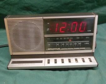 Vintage Spartus Digital Clock Model 0115-61 - Clock Radio Large Numbers