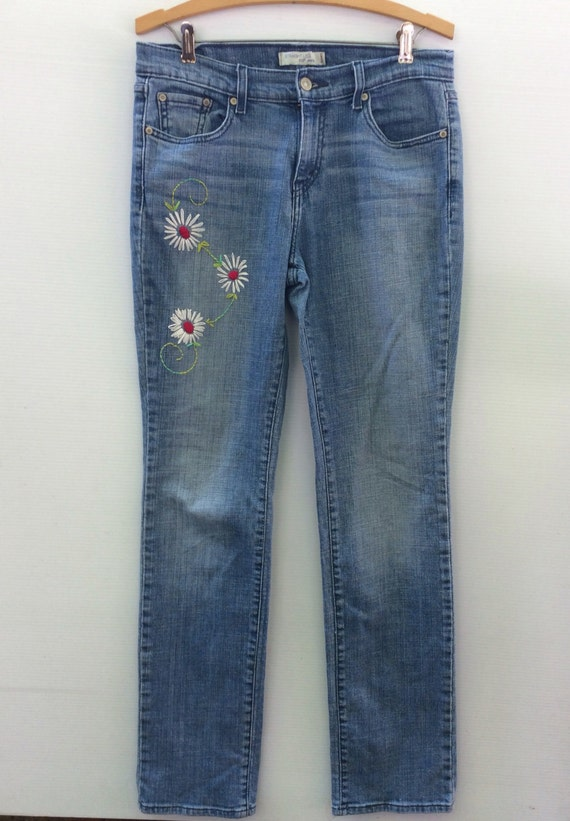 Embroidered jeans levis by savingmyvintageheart