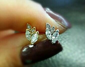 CZ Leaf cartilage earring, leaf tragus earring, leaf conch earring, dainty cartilage piercing, dainty gold stud, crystal cartilage earring