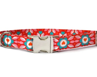 Dog collar in Red with turquoise flowers