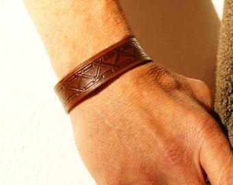 Brown Engraved Leather Bracelet, Engraved Brown Leather Cuff, Brown Engraved Wristband, Engraved Cuff