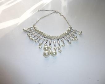 White collar 560