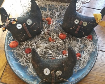 primitive handmade Halloween black cats ornaments, ornies, bowl fillers, Fall decor, OFG, FAAP,