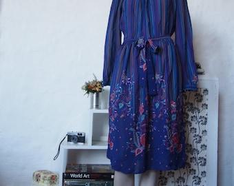 Purple summer dress with waist-tie