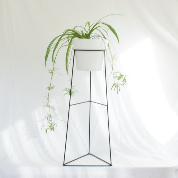 The Skaha Wire Steel Metal Planter Plant Stand Ceramic