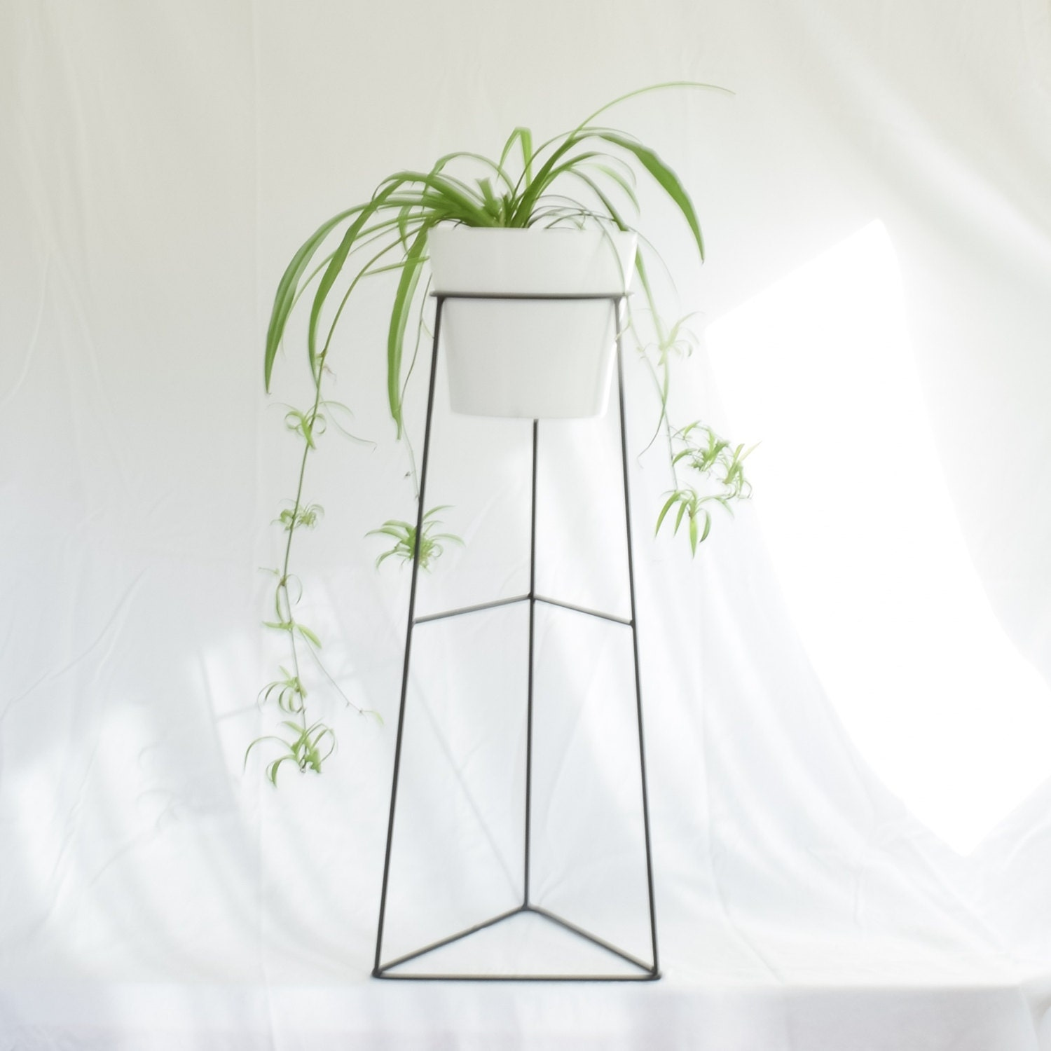 The skaha wire steel metal planter plant stand ceramic - Flower pot stands metal ...