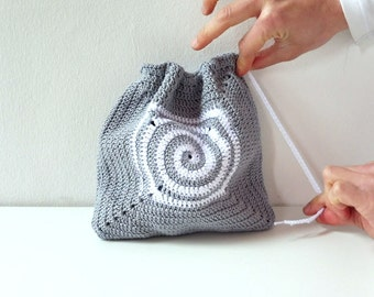 Crochet bag in detail in spiral square