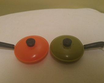 Vintage Orange and Green Frying Pans Salt and Pepper Shakers Kitchen Decor 1970's Collectable Set of Two