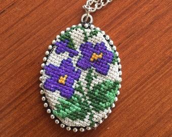 Purolu flowers emroidered necklace