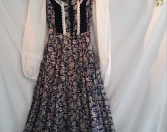 Beautiful Pioneer/Civil War Era Dress Perfect For Civil War Reenactment