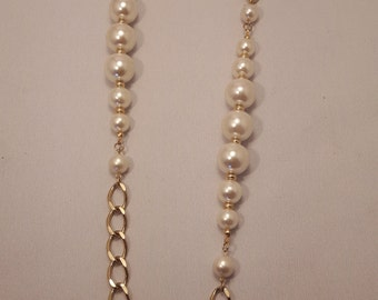 Vintage Faux Pearl and Gold Necklace