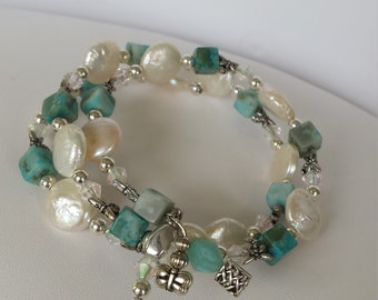 Handmade bracelet with real pearls