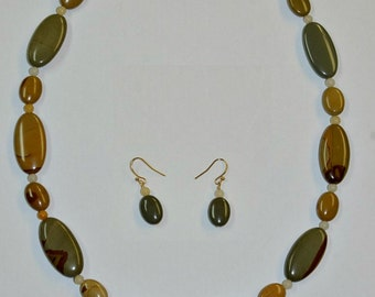 Wildhorse Picture Jasper and Yellow Jade Necklace with Matching Earrings