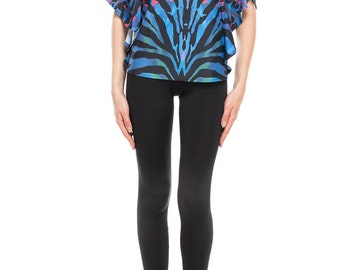 Top with open sleeve in animalistic abstract print