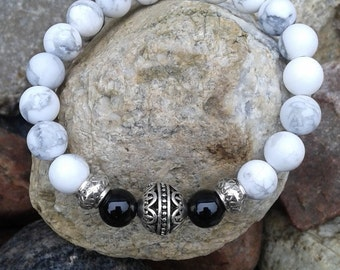 60) Bracelet howlite et onyx et bille argentée