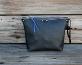 Black Leather Zipper Pouch / Zippered Make Up Bag / Dopp Kitt / Leather Travel Accessory