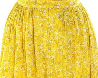 50s Nassau's Mademoiselle Pleated Cotton Skirt with Yellow Mums & Daisies / Vintage Knee Length Novelty Print Day Skirt / Bahamas / RARE
