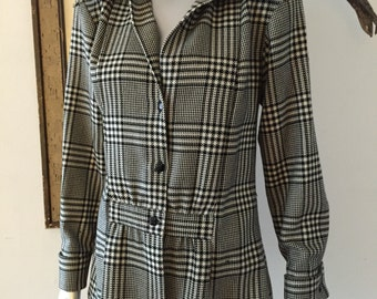 Houndstooth Plaid Fitted Blazer with Wing Cuffs and Peplum