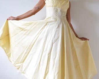 Vintage 50s Buttercup Yellow New Look Paneled Party Dress (size small, medium)