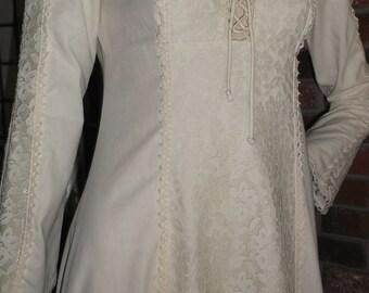 XS Renaissance Faire Corset Bodice Lace Dress Hippie Boho Wedding Crochet Trim Vintage Gunne Style Muslin