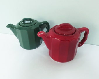 Pair of Restaurant Ware Teapots, Diner Style, Green & Maroon, Personal Size, Onondaga Pottery Company OPCO, Syracuse China