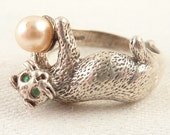Size 10 Vintage Sterling Playful Kitten Ring with Faux Pearl Ball and Emerald Rhinestone Eyes