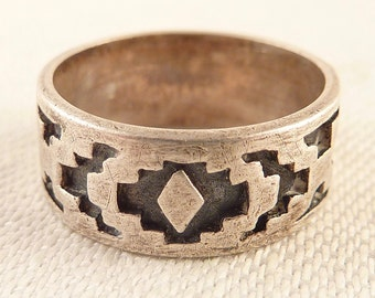Vintage Size 4.75 Cutout Geometric Tribal Style Band Ring