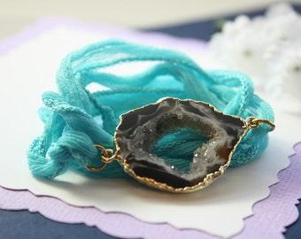 Druzy Geode Slice Bracelet, Gold Geode Bracelet, Crystal Slice Bracelet, Gold Geode Slice, Silk Wrap, Silk, Natural Pendant, GDSB88