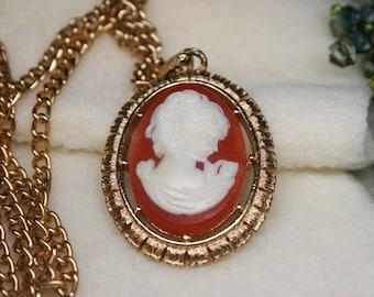 """Vintage 1974 Avon Cameo & Fleur De Lis Reversible Pendant Necklace with Gold Tone 24"""" Chain"""