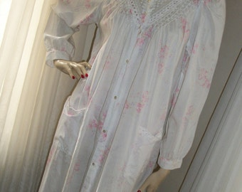 Vintage 1970s Soft Cotton Floral Pearl Bead Pin Tucked Nightgown Size M/L Sweet