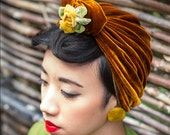 Vintage-style 1940s velvet turban with ribbon flowers