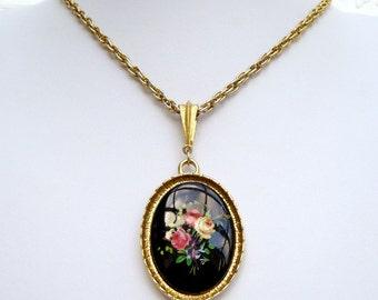 """Vintage Flower Cabochon Pendant Gold Tone Necklace 24"""""""
