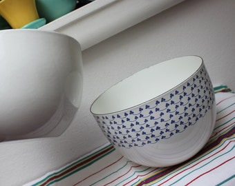 Kaj Franck Bowls 2 Enamelware Clover and plain white Vintage Arabia Finland Pair VINTAGE by Plantdreaming