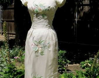 Vintage 50s Wiggle Dress Floral Embroidery Back Train Shirred Shoulders XXS XS 32-24-34