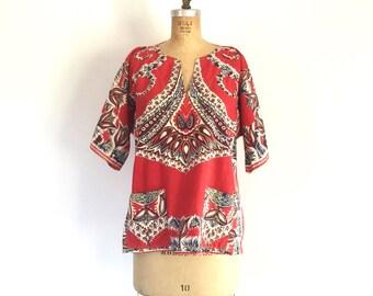 1970s Vintage Red Dashiki Print Shirt Boho Hippie Tunic Top L