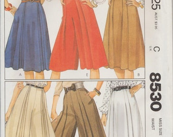McCalls 8530 / Vintage Sewing Pattern / Skirt Culottes / Size 18 Waist 32