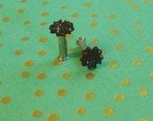 Tiny Black Flower Plugs Gauges 10g  t359