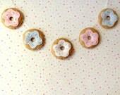 Pastel Donut Felt Garland, felt bunting banner wall hanging cute donut gifts food decoration kitsch nursery decor felt doughnut garland