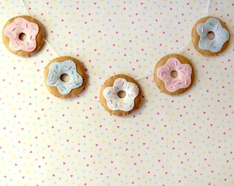 Pastel Donut Felt Garland, cute wall hanging, felt dougnut bunting, kitsch nursery decor, felt food home decoration, cute felt donuts banner