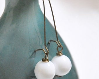 White Milk Glass Earrings, Long White Earrings, Antique Brass Earrings, Long Dangle Earrings, Vintage Bead Earrings, Bohemian Jewelry