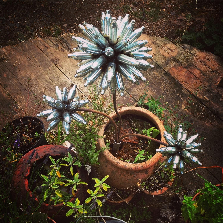 Welded metal flowers set of 3 allium garden stake welded for Welded garden art designs