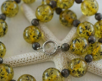 Vintage Golden Yellow Clear Speckled Round Lucite Choker Style Necklace  .....3877