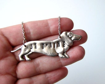 je t'aime dachshund dog necklace . silver dachshund dog necklace . hand stamped french text I love you