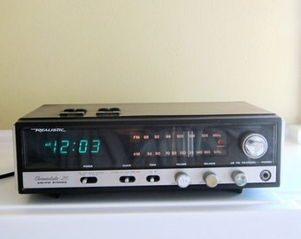 Vintage 1980's Realistic Chronodate-210 AM/FM Stereo Calender Clock Radio