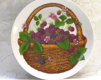 Avon Summer Fruit Collection Plate - 1985 Avon Collectible - Basket of Blackberries - Wall Hanging - Home Decor