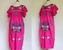 vintage bright pink floral embroidered Mexican puebla dress / South American floral and bird patterned tunic dress