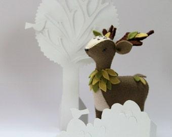 Deer Sewing kit. Craft kit. Felt Deer. Soft sculpture. Woodland felt animal. Beginner sewing.DIY kit.Animal pattern.Gift for her. Sewing kit