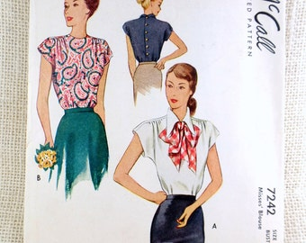 Vintage pattern McCall 7242 1940s blouse Sewing shirred Bust 32 pointed collar Bow Post War blouse Button Cap sleeves Shoulder pads
