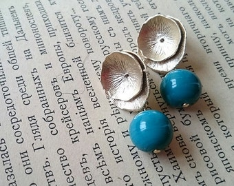 Earrings with teal murano glass beads