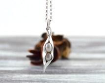 Pea in a pod necklace, pea pod gifts, pearl pea pod necklace, mothers necklace, family necklace